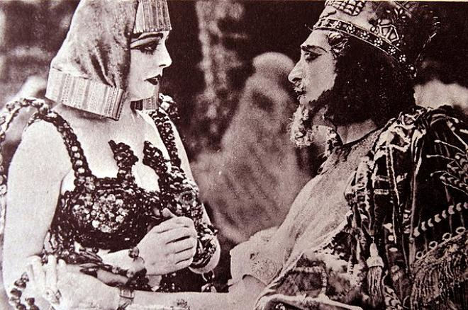 EC7YGR The Babylonian Story.  Seena Owen as the Princess Beloved; Alfred Paget as Belshazzar.. Image shot 1929. Exact date unknown.